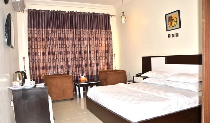 quarterhouse-standard-room